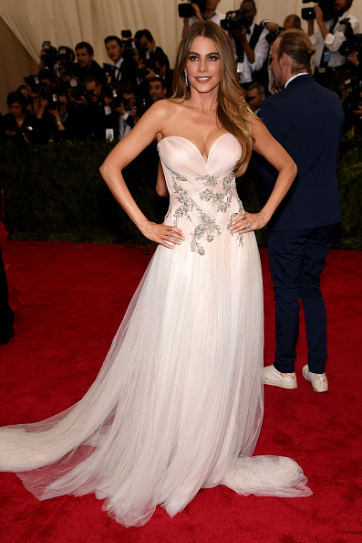 Modern Family Star Sofia Vergara is just lovely in a flowing strapless Marchesa gown with Lorraine Schwartz jewelry.