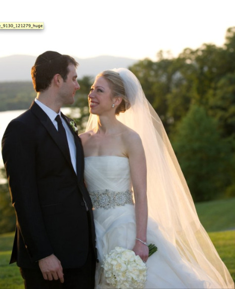 Chelsea Clinton weds Marc Mezvinsky wearing Vera Wang (Fashion Photo Gallery)