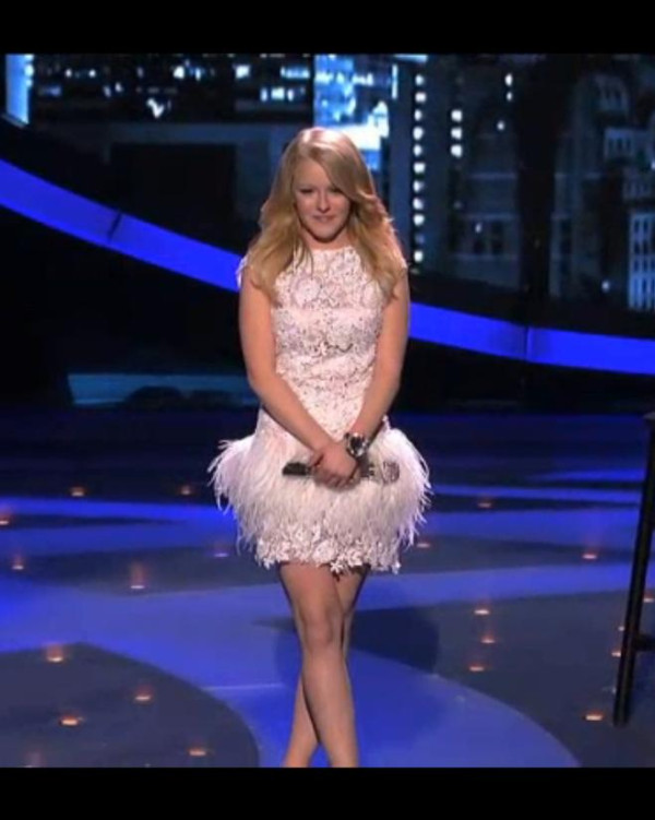 American Idol Hollie Cavanagh looks perfect in Jovani