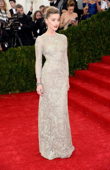 Amber Heard wore a Giambattista Valli haute couture gown and Fred Leighton Jewelry.